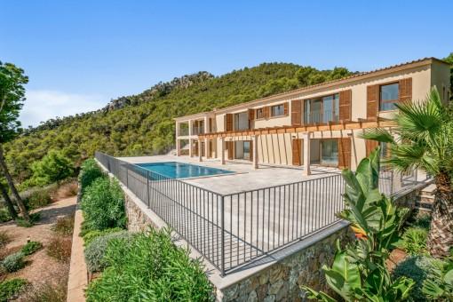 Neubau-Villa in spektakulärer Lage mit großartigem Hafenblick in Puerto Andratx