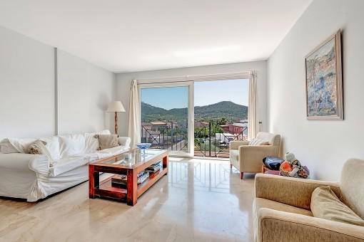 Helles Apartment mit Blick auf die Berge von Andratx