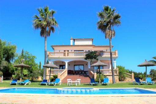Spektakuläre Villa mit Pool, gepflegten Garten und Ferienvermietlizenz, auf großem Grundstück in der Nähe von Portocristo