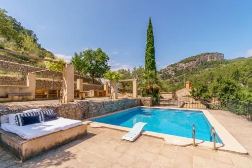 Pool mit Terrassen