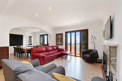 Sonniges und modernes Penthouse Apartment in einem von einem bekannten Architekten entworfenen Gebäude im Zentrum von Palma