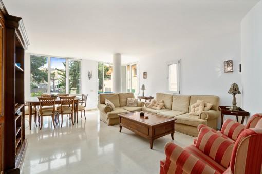 Erdgeschoss-Wohnung mit Garten und Gemeinschaftspool in Cala Nova