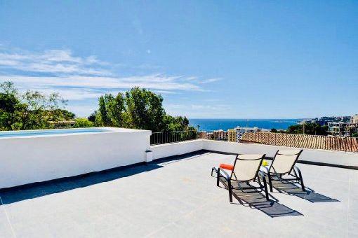 Möbliertes Penthouse-Apartment mit eigenem Pool auf der Dachterrasse und Meerblick in Palma