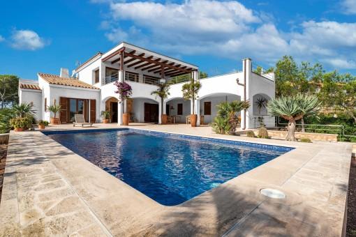 Strandnahe Villa in 2. Meereslinie von Cala Santanyí mit Meerblick