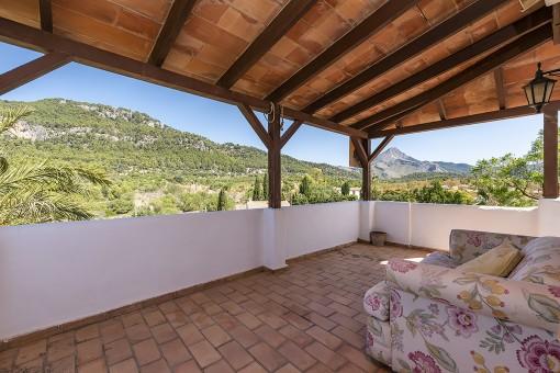 Große Terrasse mit Loungebreich