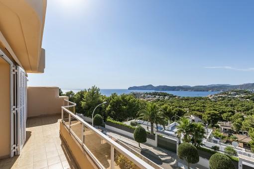 Helle Duplexwohnung mit Traum-Panoramablick in begehrter Wohnanlage von Santa Ponsa