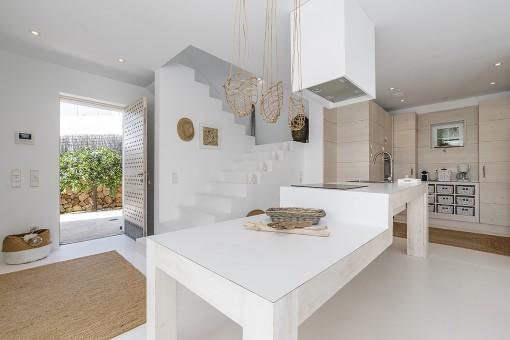 Blick zur Küche und Eingang