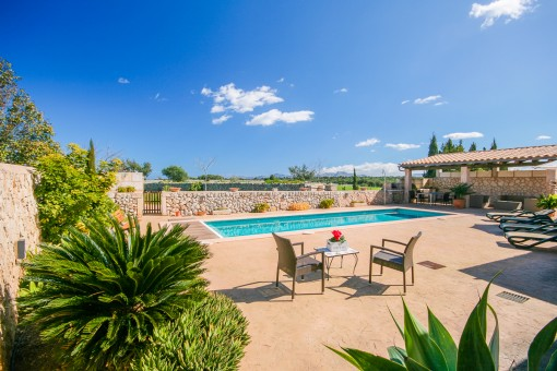 Wohnen auf dem Land in exklusiver Anlage in Privatssphäre mit eigenem Pool und Vollservice bei Santa Margalida