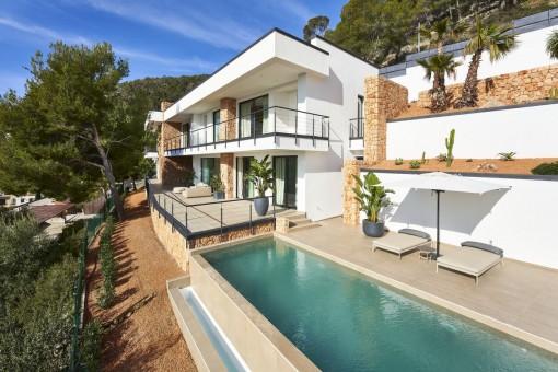 Traumhaft schöne Neubauvilla zum Erstbezug mit Blick auf die Bucht von Palma