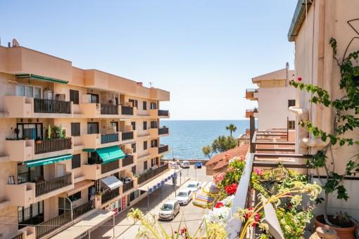 Großes Penthouse in Cala Millor in zweiter Meereslinie mit wunderschönem Meerblick, nur wenige Schritte von der Promenade entfernt -