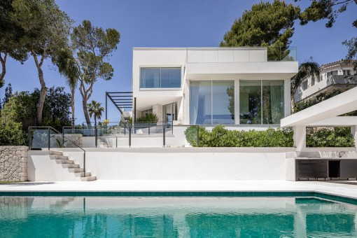 Villa mit Poolbereich