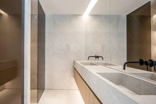 Eines von 5 Badezimmer
