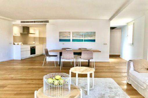 Möbliertes Luxus-Penthouse-Apartment mit Terrasse und Gemeinschaftspool in Altstadtlage in Palma