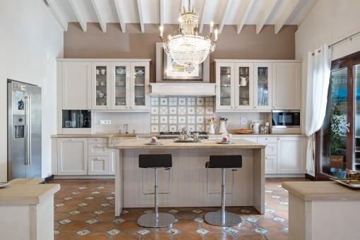 Große, vollausgestattete Küche
