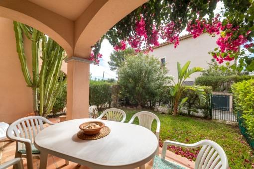 Terrasse mit privaten Garten