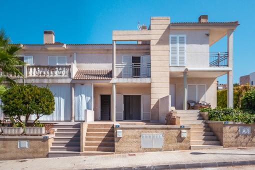 In ruhiger Seitenstraße gelegenes, renovierungsbedürftiges Haus mit Teilmeerlick in Son Serra de Marina