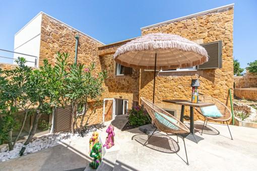 Mediterrane Terrasse auf der Rückseite