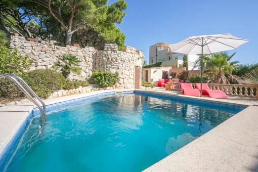 Villa in Wohngegend in Cala Ratjada mit spektakulärem Meerblick und Ferienwohnungslizenz  -