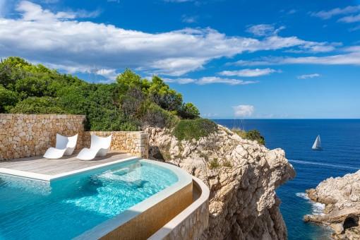 Moderne Villa mit Traumblick und direktem Meerzugang in exklusiver Lage in Cala Ratjada