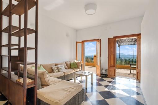 Separter Wohnbereich mit Terrassenzugang