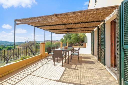 Schöne, überdachte Terrasse