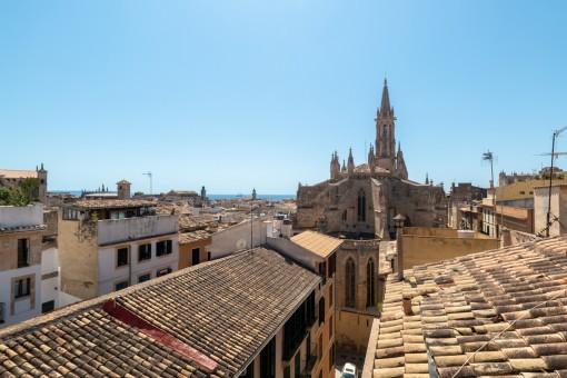 Sehr helle Wohnung im Herzen der Stadt von Palma mit Blick bis zum Meer von der Terrasse aus