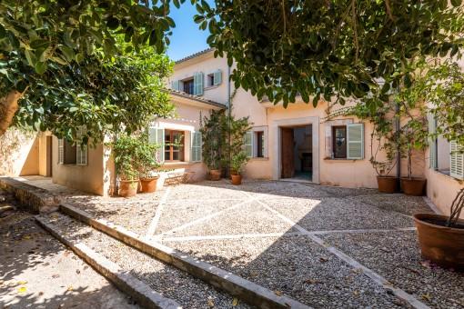 Patio ähnliche Terrasse und Eingang
