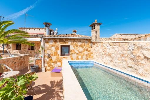 Traditionelles Dorfhaus mit Bodega, Patio und Pool in Llucmajor