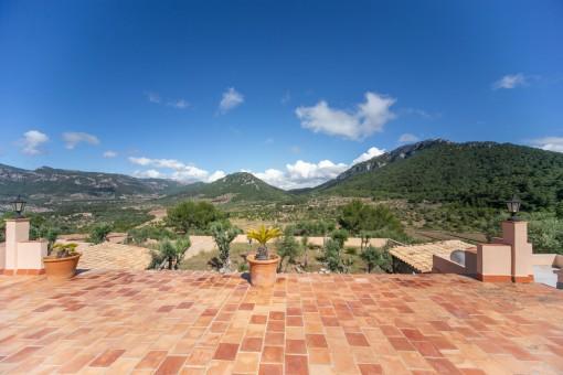 Terrasse mit beeindruckenden Blick auf die Berge