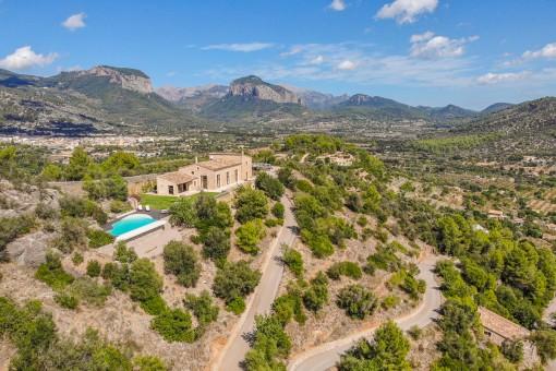 Moderne Finca mit fantastischem Blick zur Tramuntana mitten auf einem Berg von Alaró