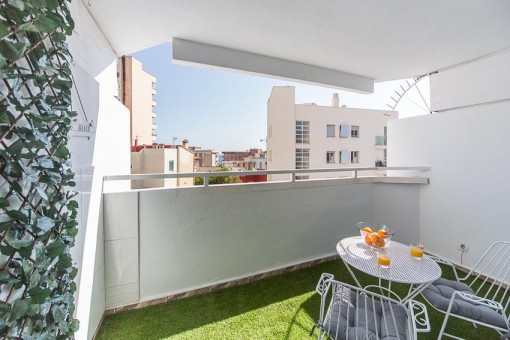 Kleine und gemütliche, kürzlich renovierte Wohnung mit Gemeinschaftspool in Cala Mayor