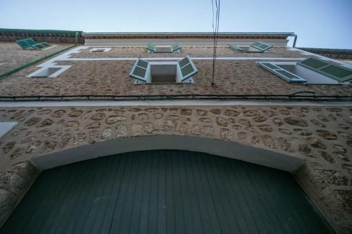 Ansicht der Naturstein-Fassade