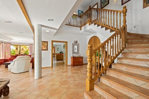 Eingangshalle mit Treppe ins Obergeschoss