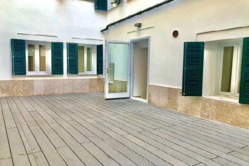 Unmöbliertes Erdgeschossapartment mit großem Patio und Gemeinschaftspool in exklusiver Altstadtlage in Palma