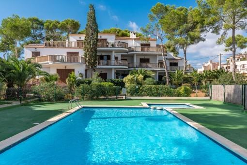 Große Wohnung in sehr schöner Lage, nur wenige Schritte vom Strand entfernt in Cala Santanyi