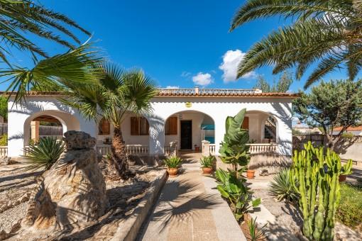 Mediterranes Chalet mit großer Dachterrasse und Pool in Son Moja