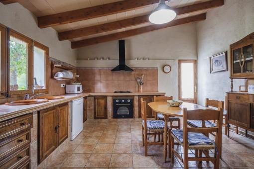 Rustikale Küche der Finca