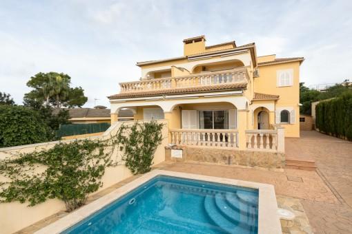 Mediterranes Haus mit Meerblick und Pool in Bahia Grande