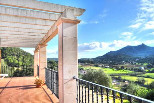 Großzügige Finca mit Gästehaus in herrlicher Lage und Panoramablick in Felanitx