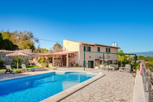 Gemütliche Finca mit Pool und Vermietlizenz am Dorfrand von Sencelles