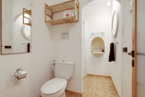 Duschbadezimmer im Erdgeschoss