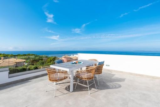 Moderne Doppelhaushälfte mit großer Dachterrasse und spektakulären Meerblick in Tolleric