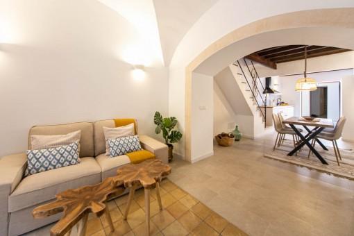Komplett renoviertes Stadthaus mit Terrasse und Garage in Bunyola