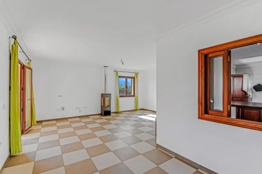 Wohnbereich mit angrenzender Küche