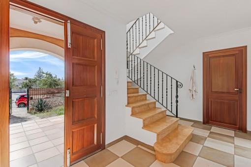 Eingangsbereich und Treppe
