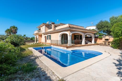 Mediterrane Villa mit Pool, großer Dachterrasse und traumhaften Meerblick in Son Moja