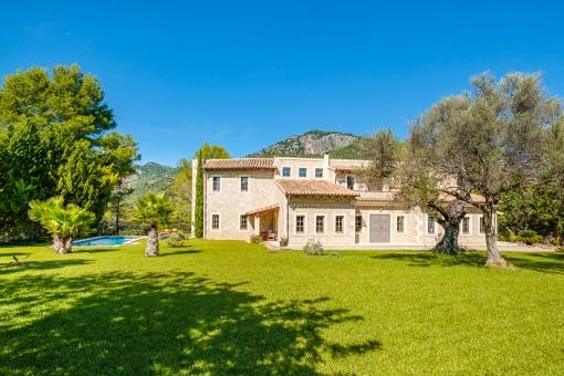Herrlich ruhig gelegene Finca mit Pool und Bergblick in Moscari