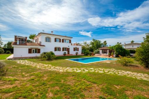 Schöne Villa mit Pool in der exklusiven Villengegend Es Garrovers im unmittelbarem Umland von Palma