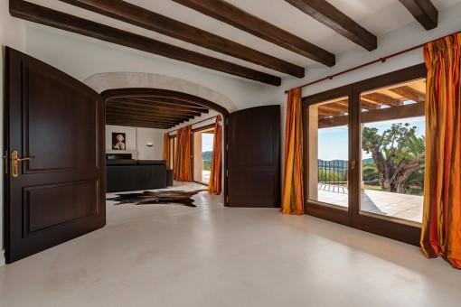Essbereich mit Zugang zur Terrasse