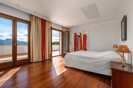 Doppelschlafzimmer mit Balkon Zugang